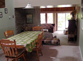 A & K Cottage Rental - Dining area