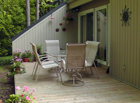 A & K Cottage Rental - Private Patio Area